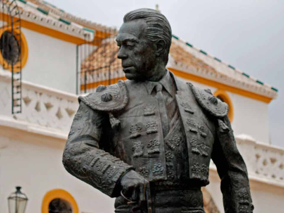 estatua-plaza-toros-sevilla